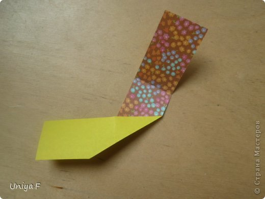 """Снова здравствуйте!  Следующая модель из ленточно-цветочной серии Индира. Она получилась самой аккуратной и кругленькой.   Name: Indira collection """"Ribbon Flowers"""" Designer: Uniya Filonova Units: 30 Paper: 2,9 * 15 sm  Final height: ~ 8,5 sm Joint: no glue фото 4"""