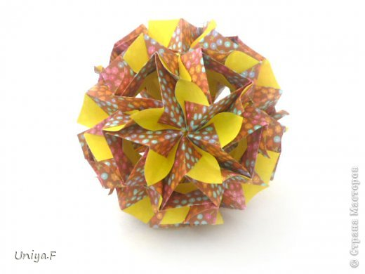 """Снова здравствуйте!  Следующая модель из ленточно-цветочной серии Индира. Она получилась самой аккуратной и кругленькой.   Name: Indira collection """"Ribbon Flowers"""" Designer: Uniya Filonova Units: 30 Paper: 2,9 * 15 sm  Final height: ~ 8,5 sm Joint: no glue фото 19"""