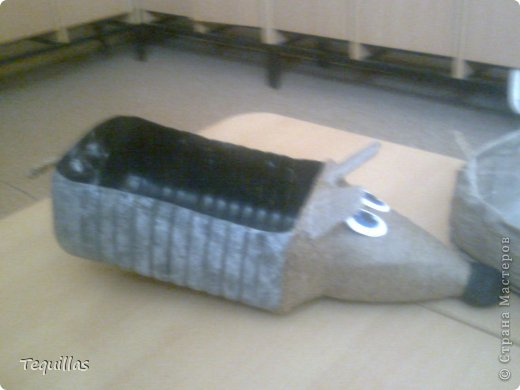 добрый вечер.  кот-прищепка на поручень кровати. внутри лап толстая проволока. фото с телефона фото 11
