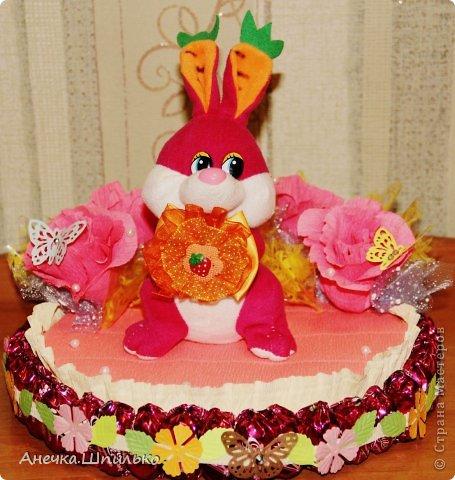 Девочке на 4 годика делали тортик с Зайкой и открыточку в виде кусочка тортика ,а в ней ещё и подарочек. фото 3