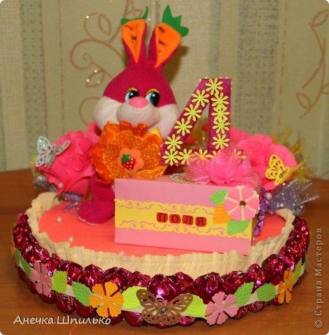 Девочке на 4 годика делали тортик с Зайкой и открыточку в виде кусочка тортика ,а в ней ещё и подарочек. фото 7
