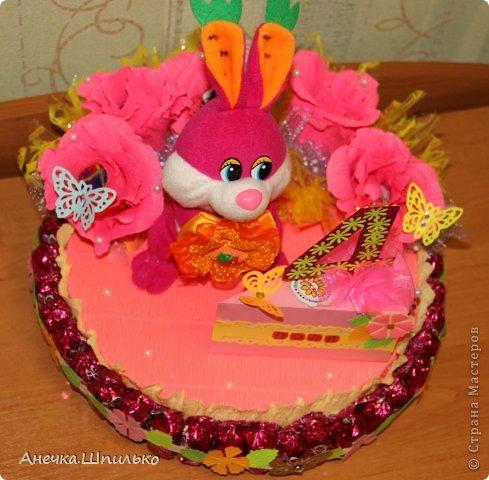 Девочке на 4 годика делали тортик с Зайкой и открыточку в виде кусочка тортика ,а в ней ещё и подарочек. фото 8