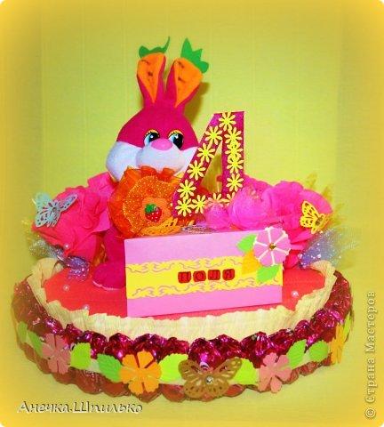 Девочке на 4 годика делали тортик с Зайкой и открыточку в виде кусочка тортика ,а в ней ещё и подарочек. фото 2