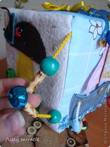 Пока еще есть время и возможность, продолжаю создавать развивающие игрушки для своего малыша. Сначала думала, что рано, но потом подумала, что ничего страшного - потом может и времени уже не будет) Сделала вот такой вот кубик. Идеи взяла из интернета. Простите, ссылки не даю, не сохраняла. Да и по-сути, там много аналогичных работ, авторство не определить... фото 25