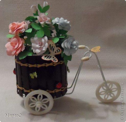 Этот велосипед с розами сегодня уехал в Германию. Надеюсь, что он впишится в интерьер моих друзей и будет их радовать. Фото делала вечером, простите за качество. фото 2