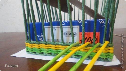 Плетение которое я вам покажу применимо для изделий у которых количество главных трубочек кратно 4 (делится на 4). Вставляем 4 трубочки нужного вам цвета как изображено на фото. фото 1