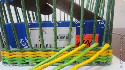 Плетение которое я вам покажу применимо для изделий у которых количество главных трубочек кратно 4 (делится на 4). Вставляем 4 трубочки нужного вам цвета как изображено на фото. фото 9