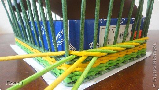 Плетение которое я вам покажу применимо для изделий у которых количество главных трубочек кратно 4 (делится на 4). Вставляем 4 трубочки нужного вам цвета как изображено на фото. фото 12