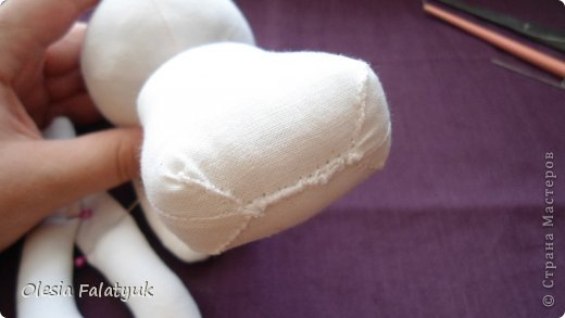 Вот такая куколка у меня получилась.  Для её создания понадобится: - ткань - х/б, ситец или лён - нитки в тон - наполнитель - синтепон - кофе растворимый, ваниль, клей ПВА - иголка или швейная машина - желание :) фото 12