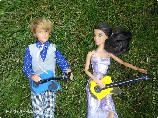 Привет всем! Недавно у моих кукол появились рок-гитары! Предлагаю и вам сделать такой подарок для своей любимой куклы! фото 1