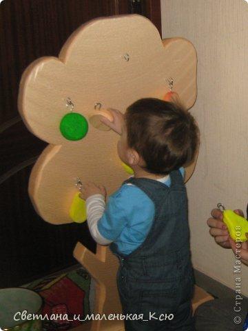 """Интересная """"развлекушка"""" получилась,деткам очень нравится """"одевать"""" и снимать """"яблоки"""" и """"груши"""" с дерева. фото 5"""