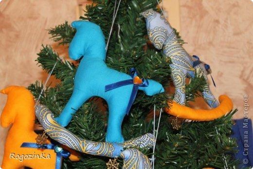 Мастер-класс Поделка изделие Новый год Шитьё Елочные коняшки МК по изготовлению Ленты Пряжа Тесьма шнур Ткань фото 12