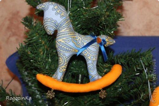 Мастер-класс Поделка изделие Новый год Шитьё Елочные коняшки МК по изготовлению Ленты Пряжа Тесьма шнур Ткань фото 13