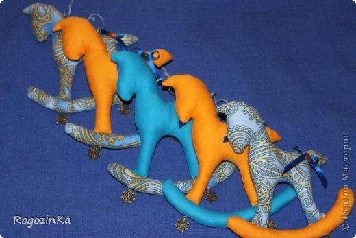 Мастер-класс Поделка изделие Новый год Шитьё Елочные коняшки МК по изготовлению Ленты Пряжа Тесьма шнур Ткань фото 20
