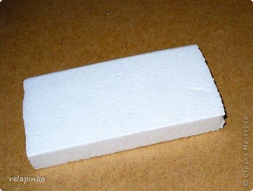 Для того, чтобы сделать Прекрасного Принца, на не менее прекрасном скакуне, понадобятся: клей ПВА (белый строительный), туалетная бумага (серая, однослойная, которая дешёвая), газета, картон, проволока, нить лен или любая другая не тонкая нить, пенопласт или толстый картон, или гафрокартон, акриловые краски, цвета на ваш выбор, стеки для лепки, я пользуюсь самыми простыми пластмассовыми, которые есть в любой детской коробке пластилина, фольга. Кажется ничего не забыла)) фото 32