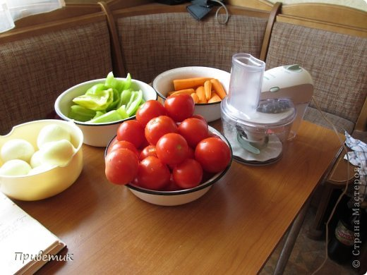 Хочу поделиться с вами, мои дорогие, уникальным рецептом! Называется сей продукт- Халявка. Рецепт подарила мне мама моей подруги- сама она была родом из Белоруссии, готовила тАк, что до сих пор помним, а ее уже давно нет с нами. Вот уже 20 лет я ежегодно готовлю только эту заготовку. Бывает, пробую новые рецепты, но халявка всегда! Это 1 порция на 3 килограмма помидоров.  фото 4
