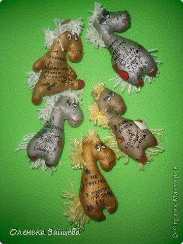 Мастер-класс Поделка изделие Новый год Шитьё МК коня в пальто+ новые лошадки Ткань фото 2