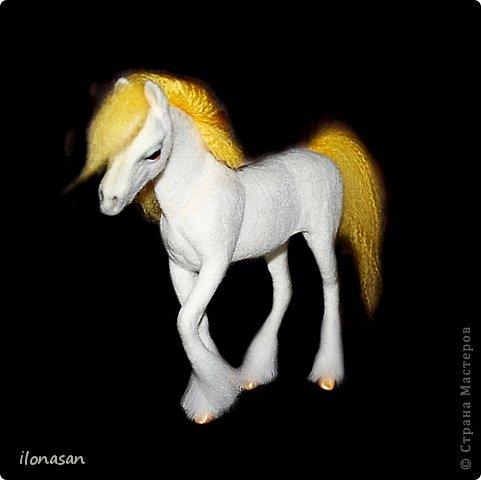 Лошадь из шерсти Сложность работы: выше средней Время работы: 15-20 дней Здравствуйте, Дорогой любитель лошадей и творчества! Предлагаю сделать своими руками скульптурную лошадь из шерсти. Общая высота Златы 23 см, высота в холке 17 см, длина 25 см. фото 44