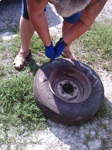 Наконец-то мы смогли установить этот вазон!   Я никогда не думала, что на одно это колесо мы попратим столько сил и времени!!! Фото не очень...Но....Всё в работе!!! фото 2
