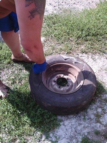 Наконец-то мы смогли установить этот вазон!   Я никогда не думала, что на одно это колесо мы попратим столько сил и времени!!! Фото не очень...Но....Всё в работе!!! фото 3