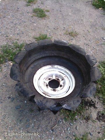 Наконец-то мы смогли установить этот вазон!   Я никогда не думала, что на одно это колесо мы попратим столько сил и времени!!! Фото не очень...Но....Всё в работе!!! фото 5