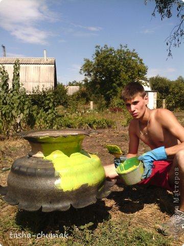 Наконец-то мы смогли установить этот вазон!   Я никогда не думала, что на одно это колесо мы попратим столько сил и времени!!! Фото не очень...Но....Всё в работе!!! фото 9