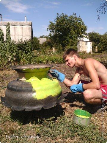 Наконец-то мы смогли установить этот вазон!   Я никогда не думала, что на одно это колесо мы попратим столько сил и времени!!! Фото не очень...Но....Всё в работе!!! фото 10