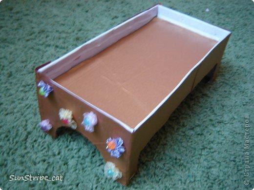 Как сделать кроватку для кукол из коробки своими руками