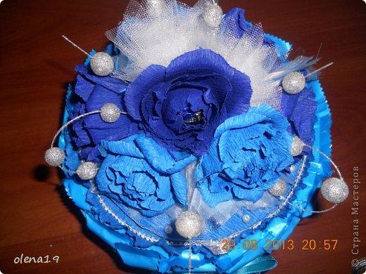 Первый тортик из конфет. Синий цвет мой любимый и поэтому первый тортик именно в синей цветовой гамме. У друзей бирюзовая свадьба - подарок для них.  фото 3