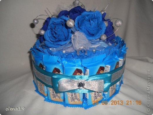 Первый тортик из конфет. Синий цвет мой любимый и поэтому первый тортик именно в синей цветовой гамме. У друзей бирюзовая свадьба - подарок для них.  фото 2