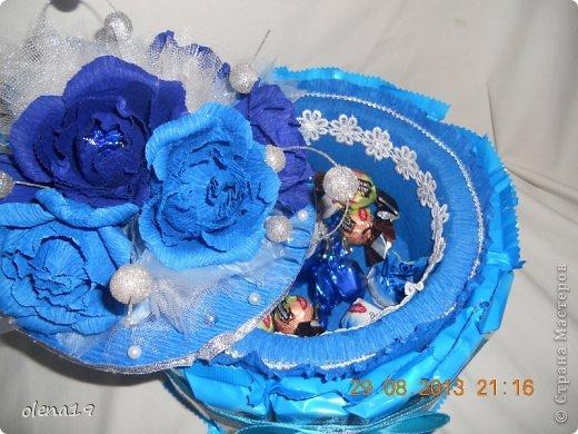 Первый тортик из конфет. Синий цвет мой любимый и поэтому первый тортик именно в синей цветовой гамме. У друзей бирюзовая свадьба - подарок для них.  фото 4