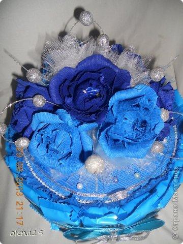 Первый тортик из конфет. Синий цвет мой любимый и поэтому первый тортик именно в синей цветовой гамме. У друзей бирюзовая свадьба - подарок для них.  фото 5
