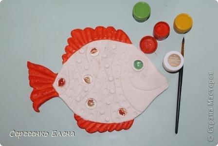 Вот такая панношка создалась для детского сада. Рыбы из солёного теста. Море, водоросли - цветная пряжа, камни природные, морские, алуштинские.  фото 5