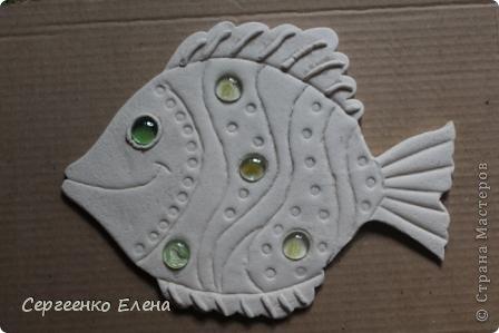 Вот такая панношка создалась для детского сада. Рыбы из солёного теста. Море, водоросли - цветная пряжа, камни природные, морские, алуштинские.  фото 4