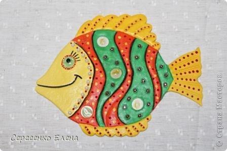 Вот такая панношка создалась для детского сада. Рыбы из солёного теста. Море, водоросли - цветная пряжа, камни природные, морские, алуштинские.  фото 6