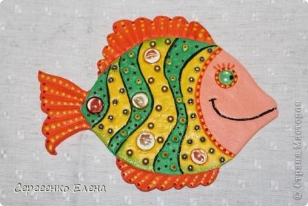 Вот такая панношка создалась для детского сада. Рыбы из солёного теста. Море, водоросли - цветная пряжа, камни природные, морские, алуштинские.  фото 9