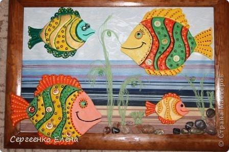 Вот такая панношка создалась для детского сада. Рыбы из солёного теста. Море, водоросли - цветная пряжа, камни природные, морские, алуштинские.  фото 11