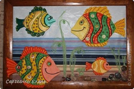 Вот такая панношка создалась для детского сада. Рыбы из солёного теста. Море, водоросли - цветная пряжа, камни природные, морские, алуштинские.  фото 1
