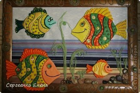 Вот такая панношка создалась для детского сада. Рыбы из солёного теста. Море, водоросли - цветная пряжа, камни природные, морские, алуштинские.  фото 12