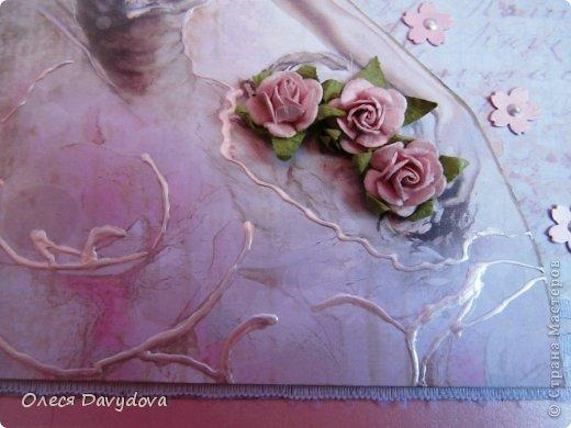 Всем привет! Я с двумя открытками. Очень редко делаю что-то нежное и розовое, предпочитая винтаж и мужскую тему, но на этот раз получилось следующее: фото 3