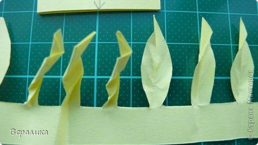 """Недавно я выставляла работу """"Кустик бархатцев"""".  Хочу поделиться, как я делала вот такие цветы бархатцев.  У меня получился вот такой бутон. Он, конечно, чуть зеленее  , чем натура. Надо добавить, наверное, больше желтого. фото 11"""