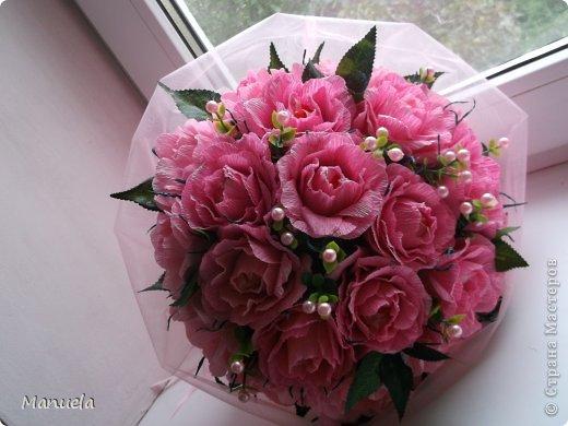 Букет розы из гофрированной бумаги своими руками