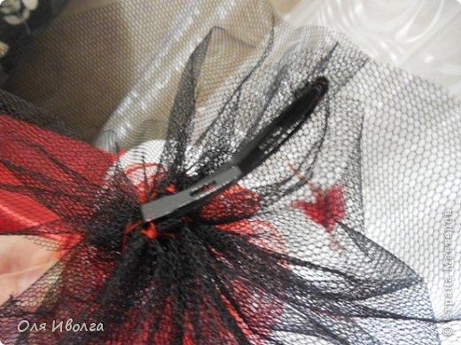 Здравствуйте! Сегодня я хочу поделиться своей новой работой - костюм Леди Фуршет. Размер стола в диаметре 124 см, высота 101 см. В центре вырезан круг куда собственно и залезает девушка. Стол на роликах для удобства передвижения. Для пошива костюма потребовалось Атлас красный 8 м, атлас черный 6м, ткань кружево 1 м, фатин черный 1 м, фатин красный 0,5 м, косой бейки 32 м, кружево широкое 15 м, кружево узкое 25 м, пайетки, нитки, резинка 3 см шириной и 4 рабочих дня. Результатом довольна на 100 %! фото 11