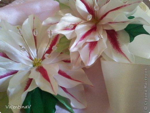 Лилия из атласных лент своими руками мастер класс канзаши 73