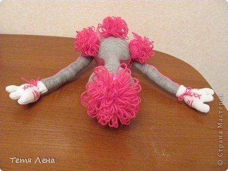 Это последняя моя работа: страусиха - балерина. Хотела ей сделать балетную  пачку, но под рукой ничего подходящего не нашлось, поэтому она в купальнике :))  Я не люблю повторять работы, но попросили... и скажу вам по секрету - с каждым разом получается всё лучше и лучше!!! фото 3