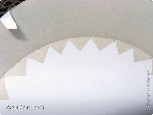 Для изготовления данного торта понадобятся: плотный картон(можно использовать картон от коробок), тонкий картон, скрепки, тонкая атласная лента(около двух метров), большой бант, клей или двусторонний  скотч и деньги(около ста купюр) фото 4