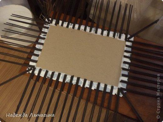 Мастер-класс Плетение МК плетения квадратной крышки Бумага газетная Трубочки бумажные фото 3