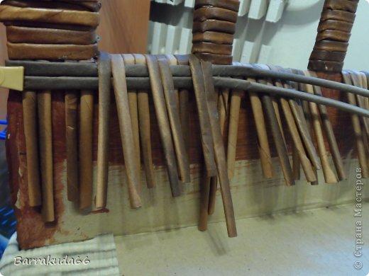 Добрый день дорогие мастера и мастерицы! Как и обещала весь процесс изготовления плетёного диванчика из картона и газетных трубочек. Приступим! фото 14