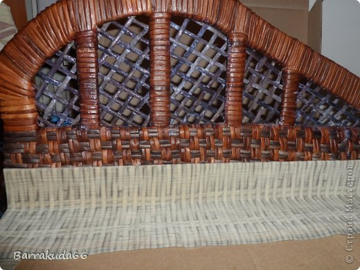 Интерьер Мастер-класс Моделирование конструирование Плетение Настоящий   Плетёный Диванчик из картонной коробки Мастер- класс Бумага газетная Картон Трубочки бумажные фото 20