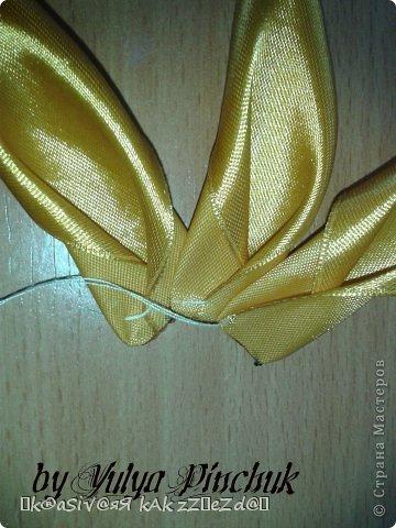 Я покажу вам как сделать вот такой солнечный цветок:)):))Нам понадобится: лента атласная жёлтая-3 м, лента зелёная около метра, зёрна кофе, гуашь зелёная, гуашь коричневая, проволока, салфетки(туалетная бумага), клей(у меня Мастер клей), клей ПВА, картон, гипс, чай, нитки. фото 5